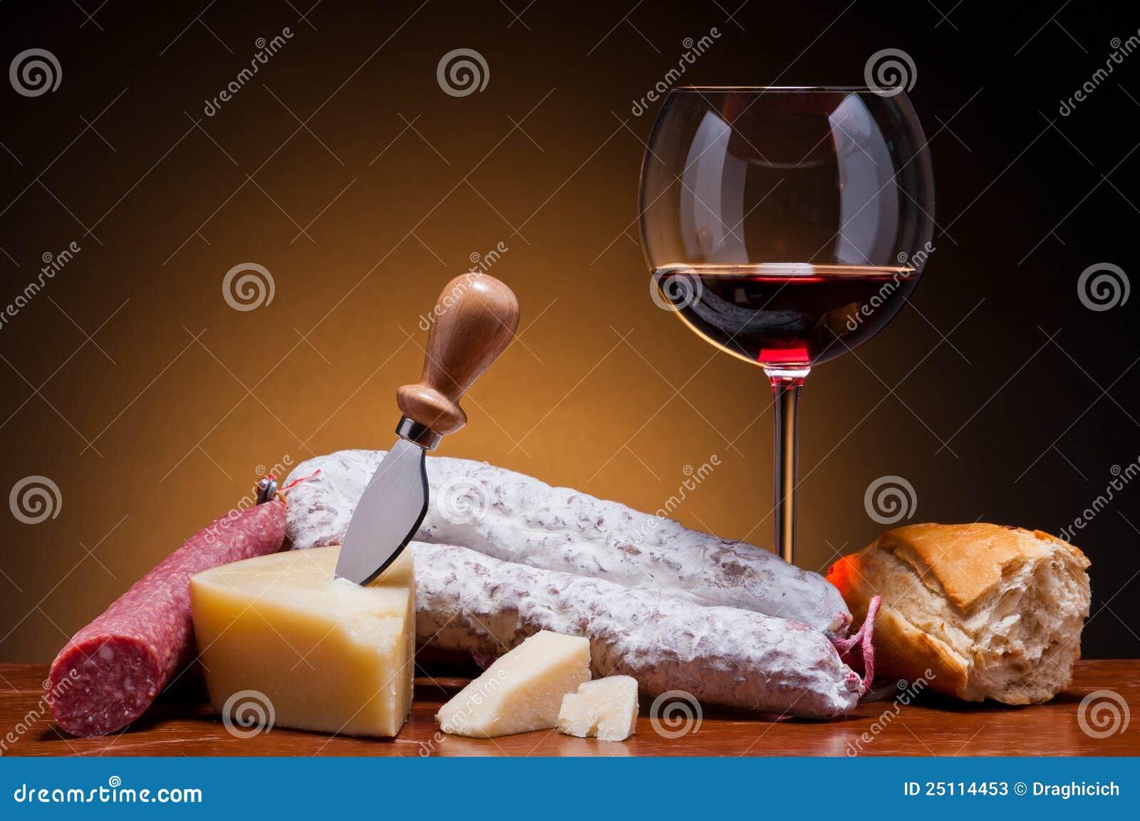 вино салями сыра