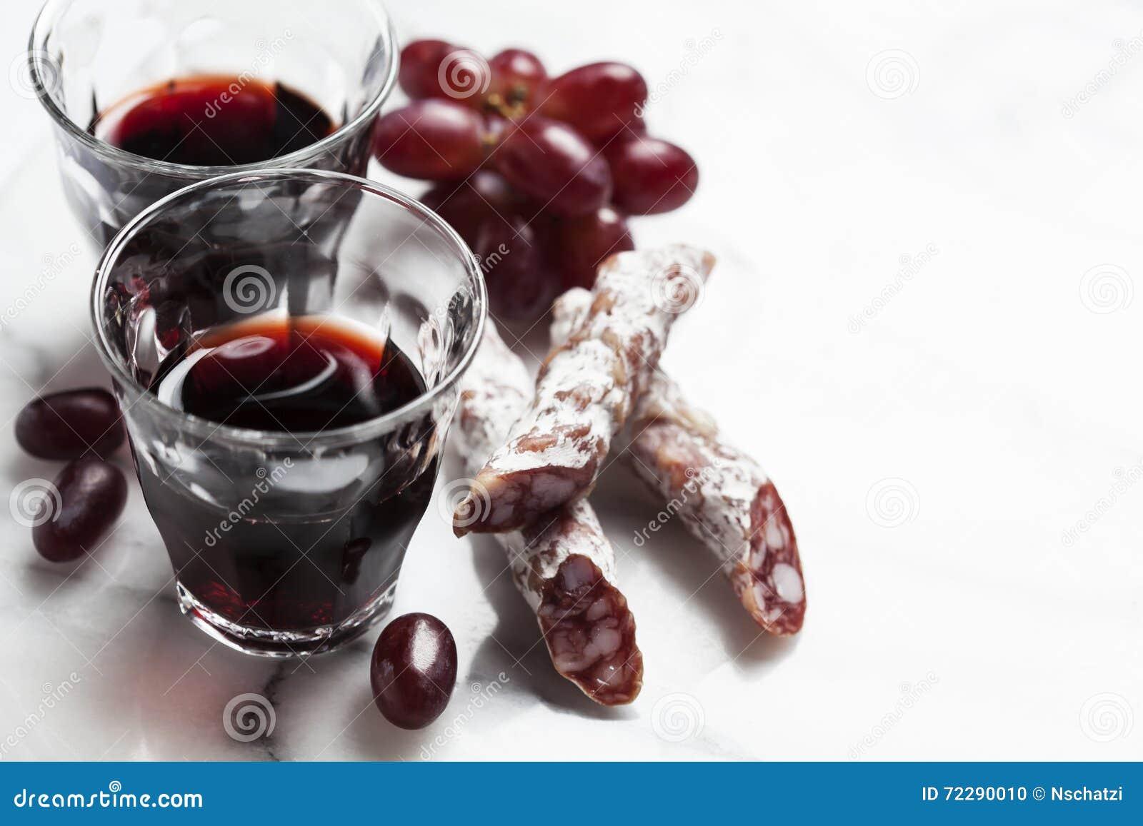 Download Вино с закусками стоковое фото. изображение насчитывающей красно - 72290010