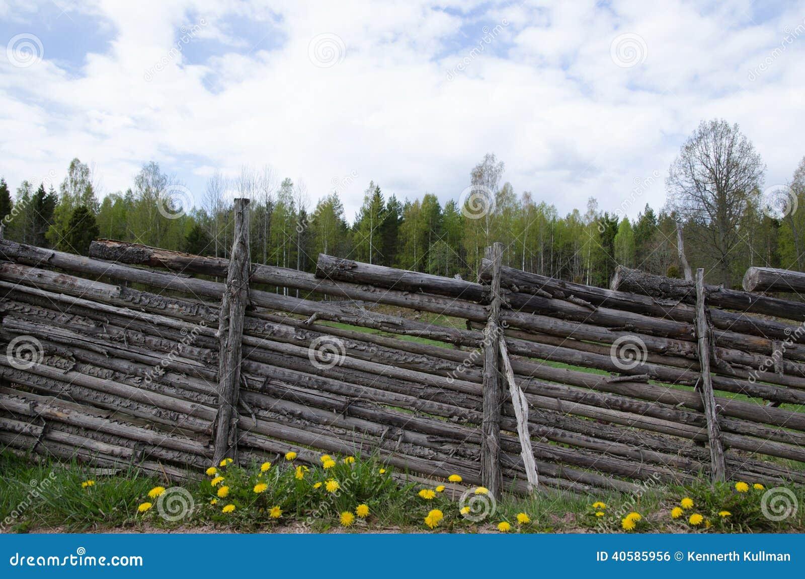 Винтажная деревянная загородка