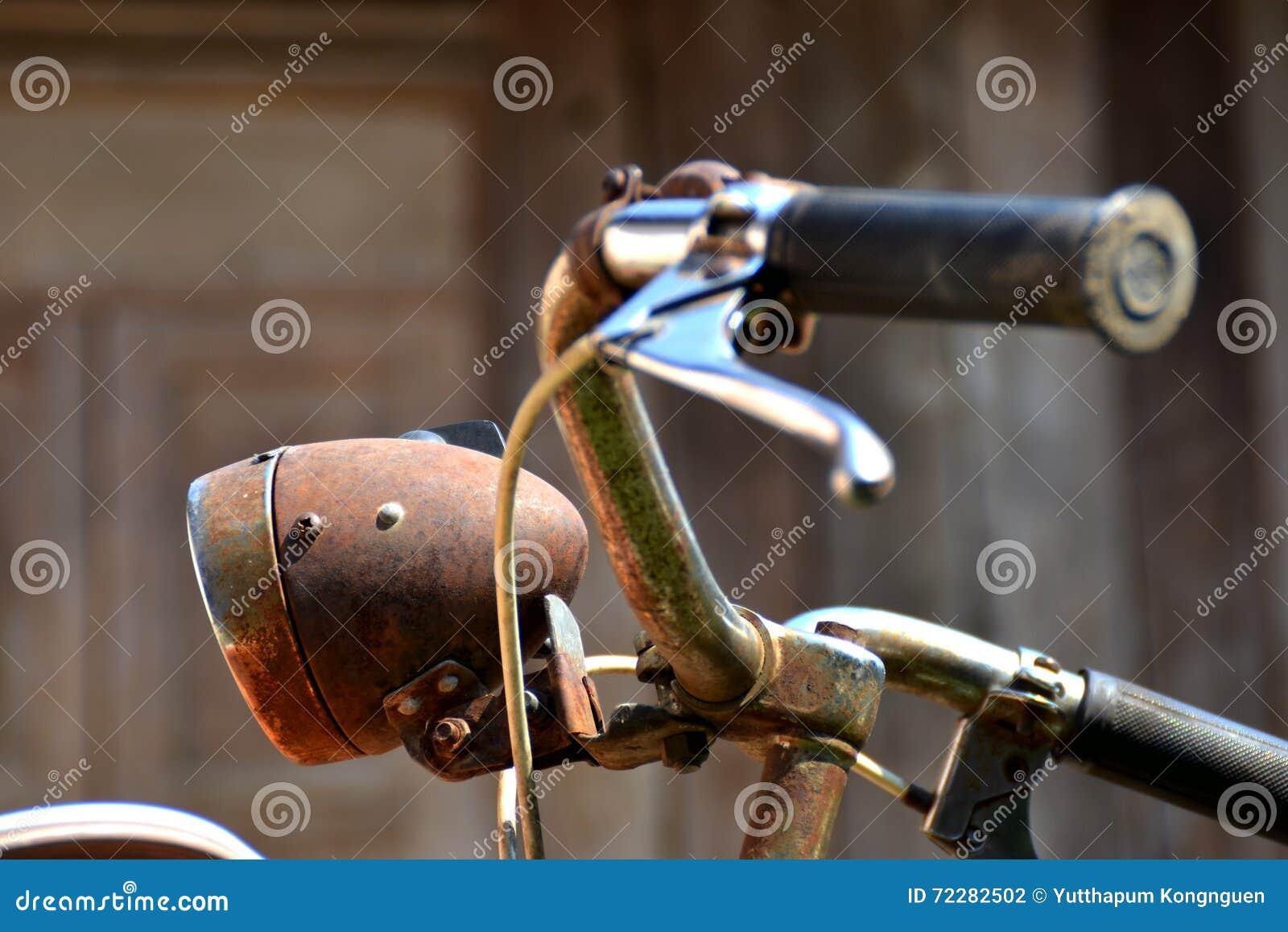 Download Винтажная предпосылка велосипеда и древесины Стоковое Фото - изображение насчитывающей экземпляр, деталь: 72282502