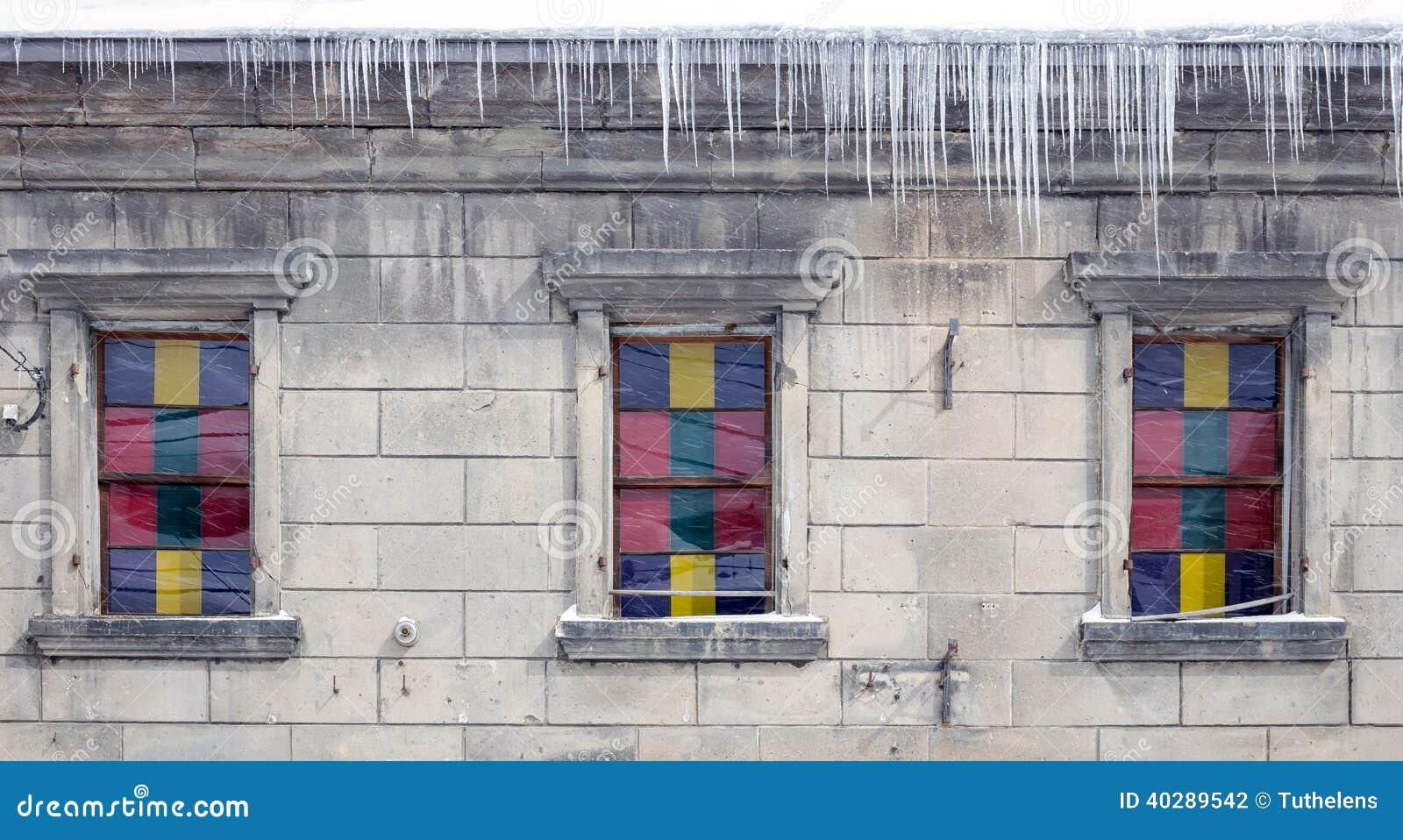 Винтажное окно с цветным стеклом