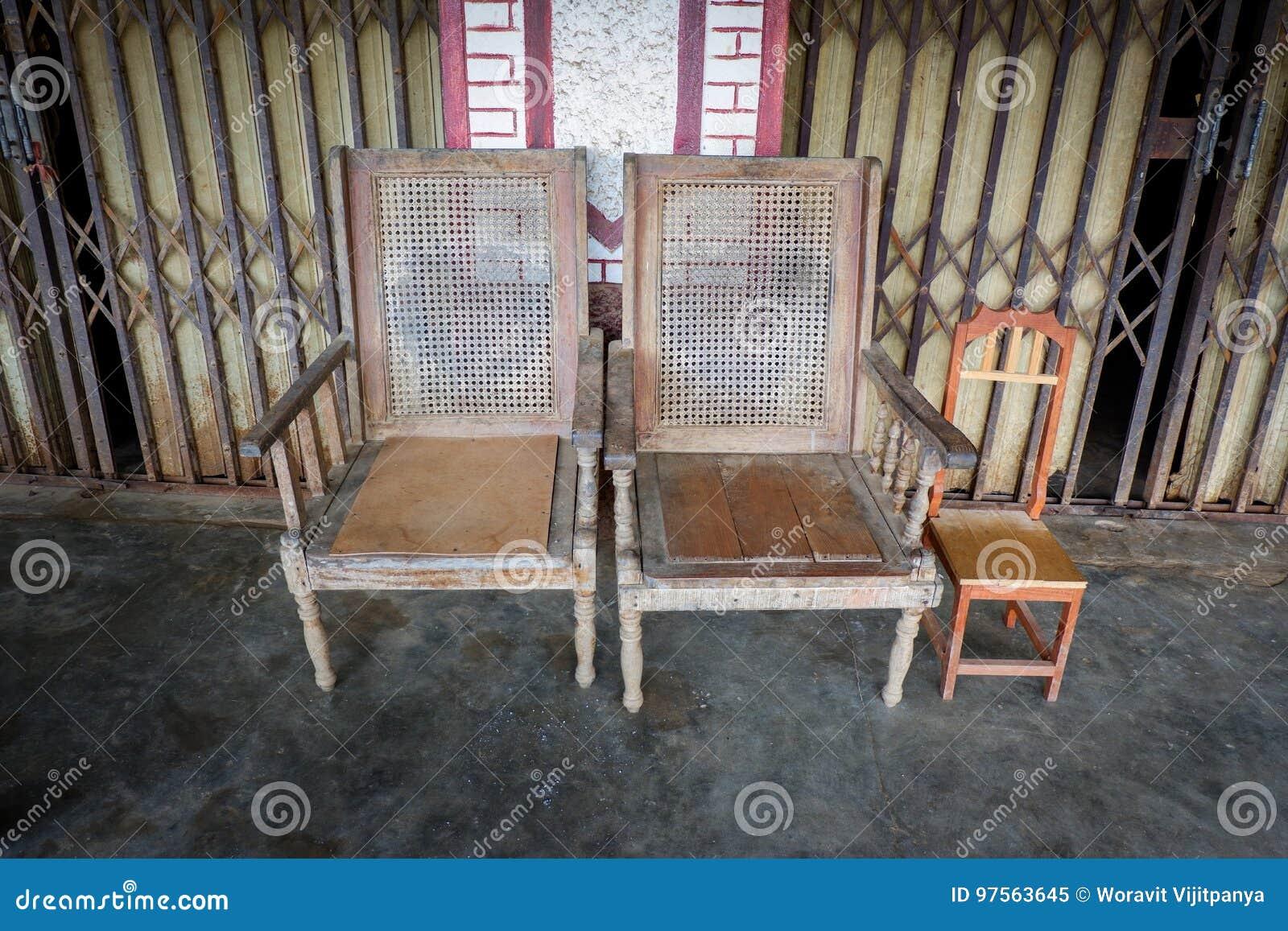 Винтажный деревянный стул