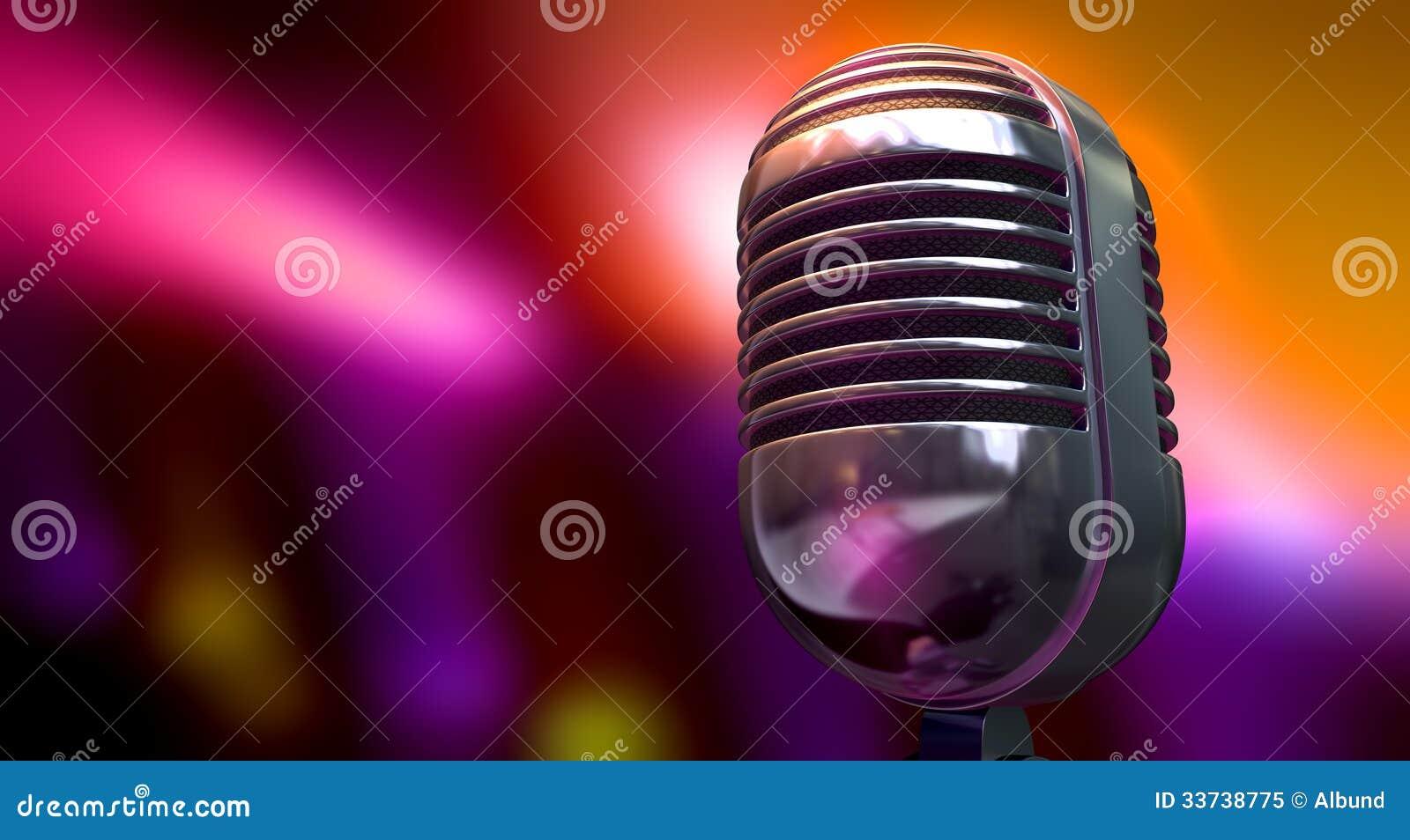 Винтажный микрофон на предпосылке цвета