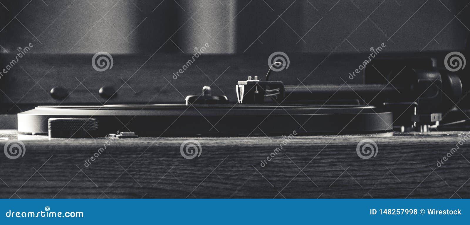 Винтажный рекордный игрок снятый в черно-белом
