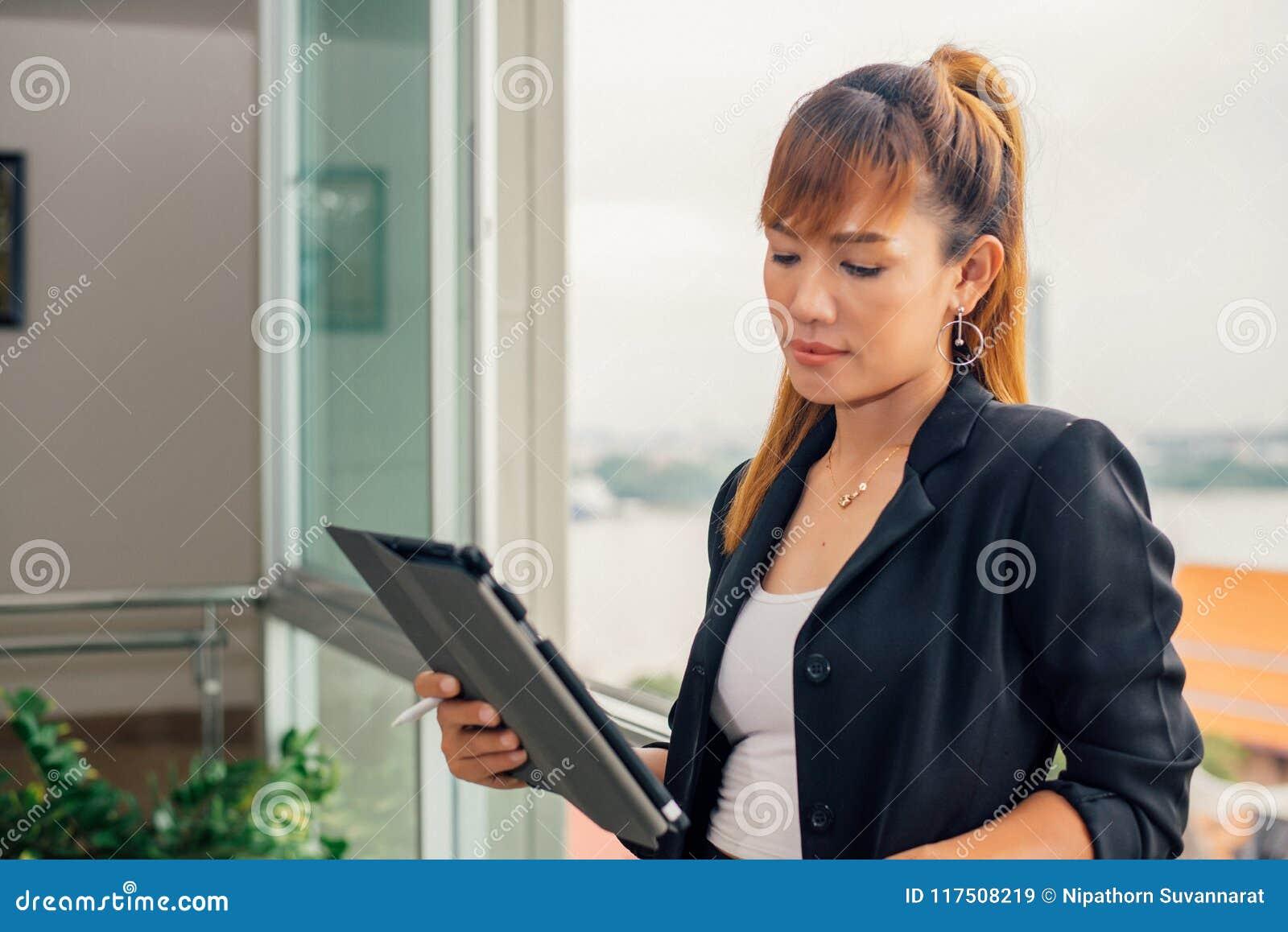 гламурная бизнес-леди с подчиненным смотреть онлайн меня отец