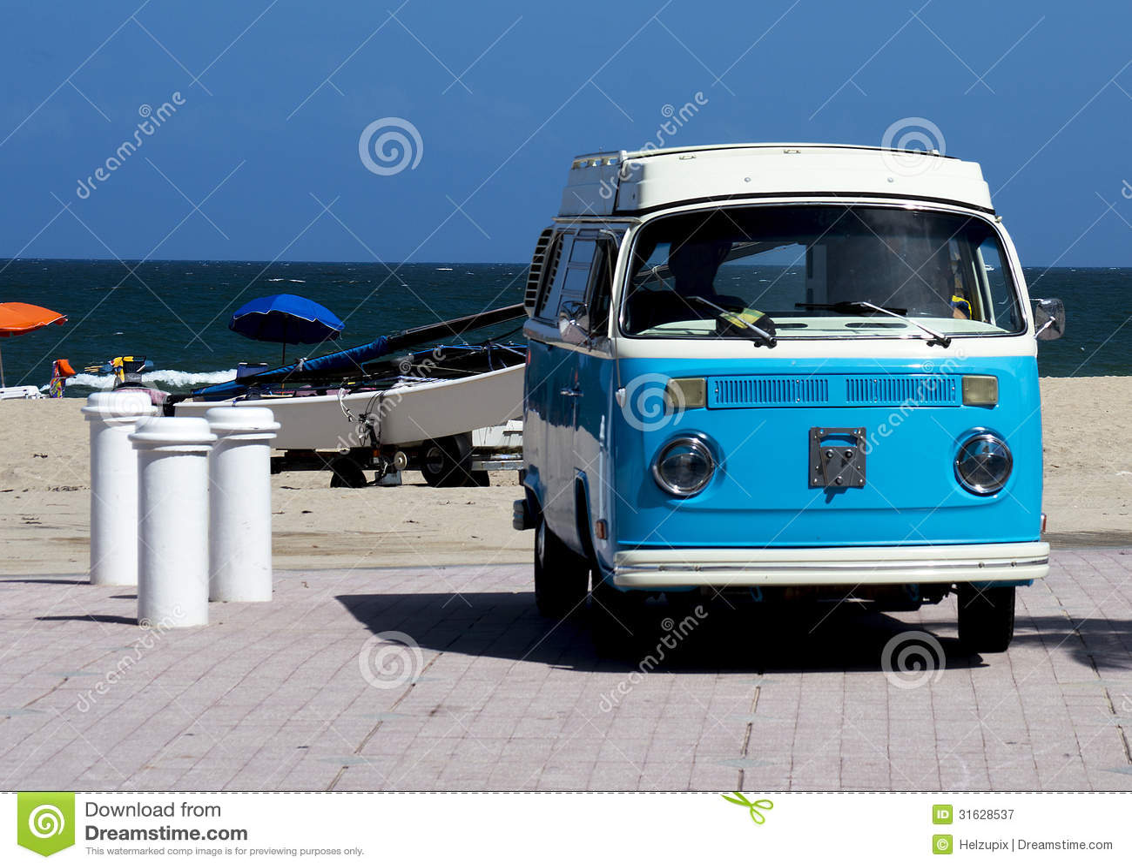 Винтажный Фольксваген на пляже