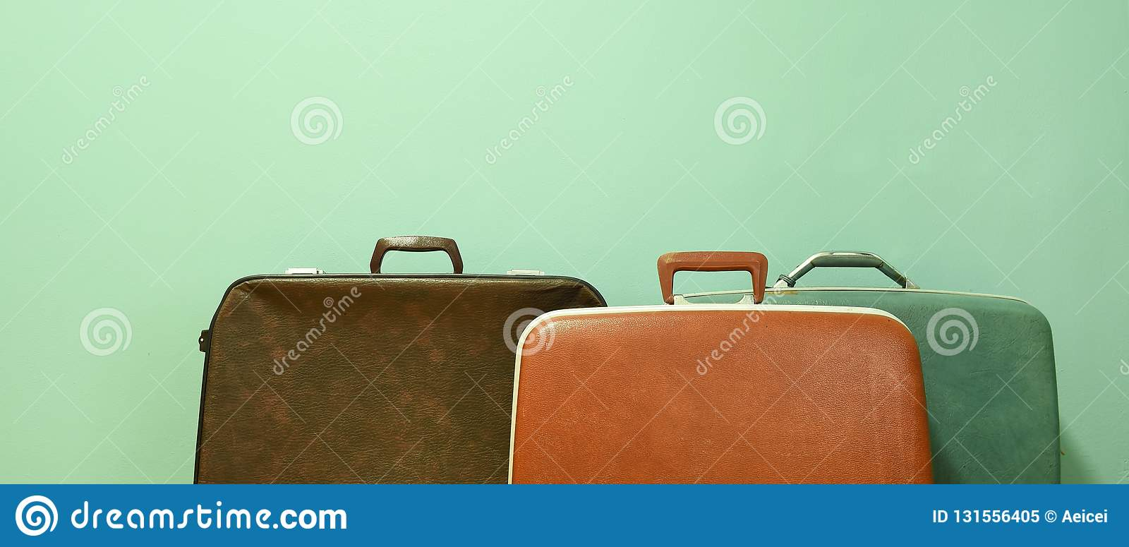 Винтажный чемодан для перемещения