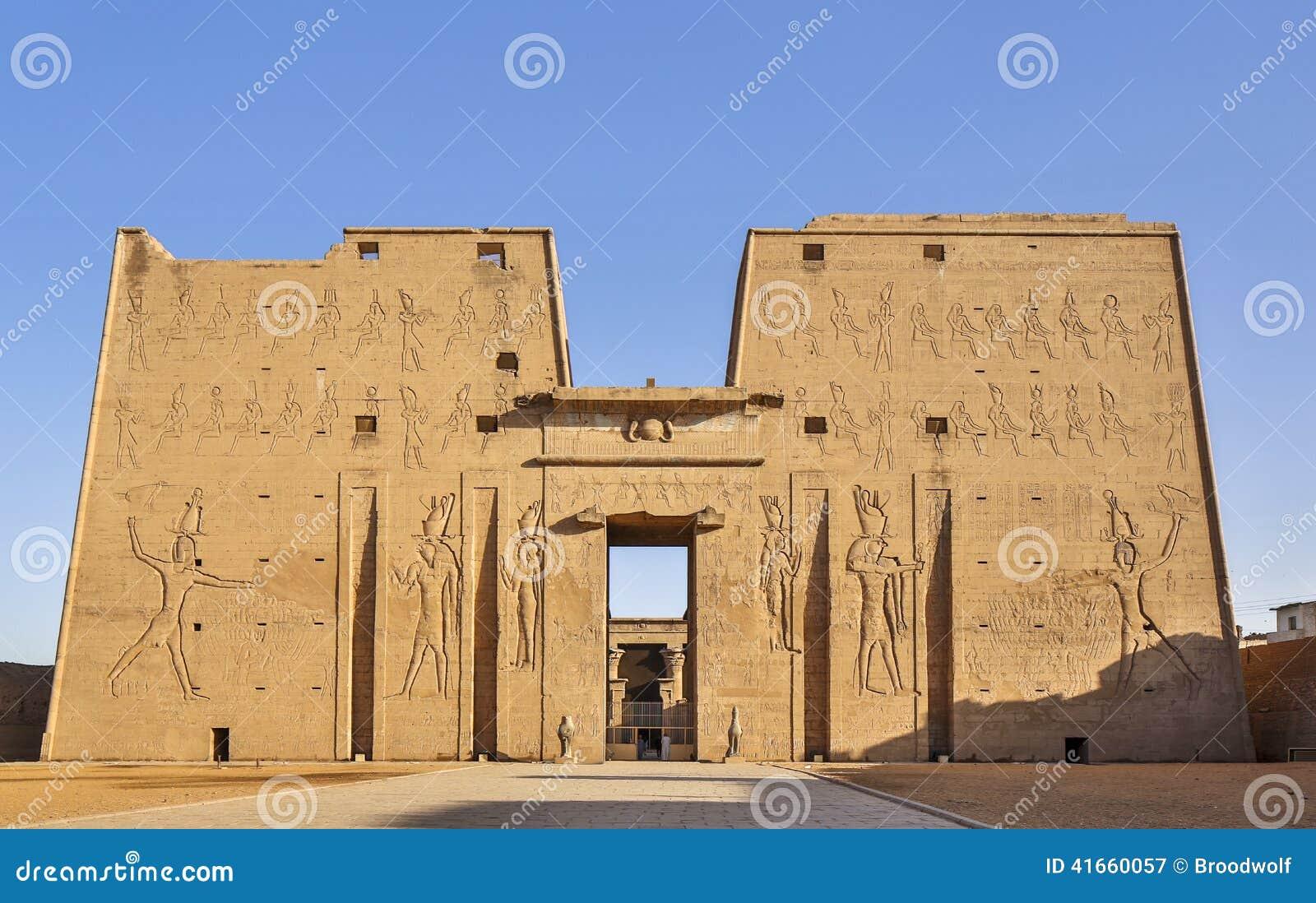 Висок бога хоука в Египте