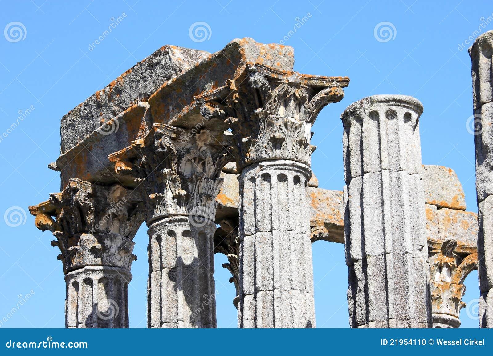 висок руин evora Португалии римский