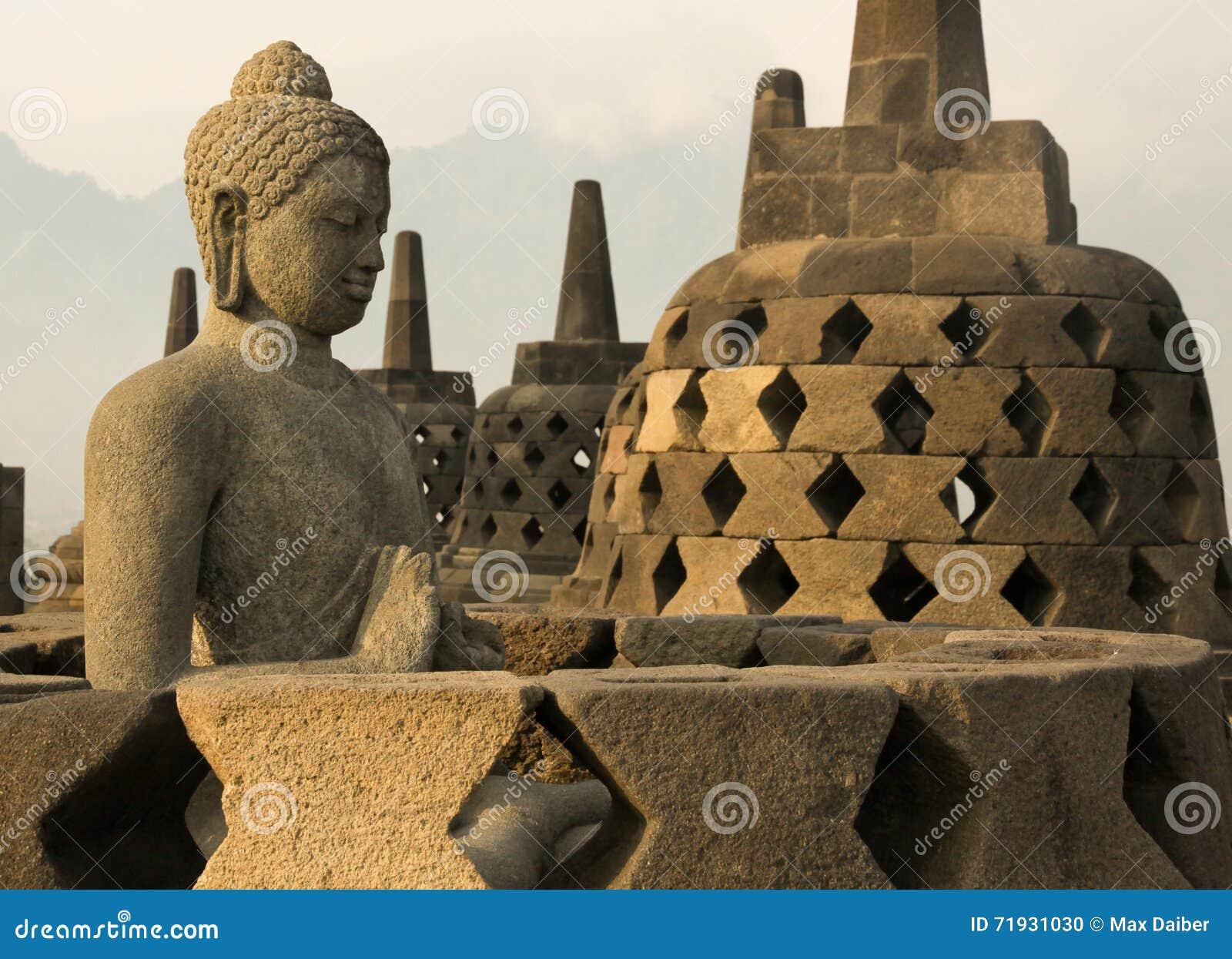 Висок Borobudur, остров Ява, Индонезия