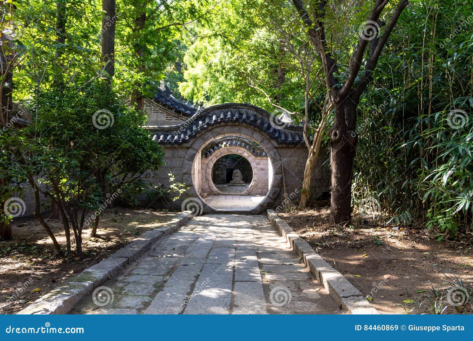 Висок Taoist, гора Laoshan, Qingdao, Китай