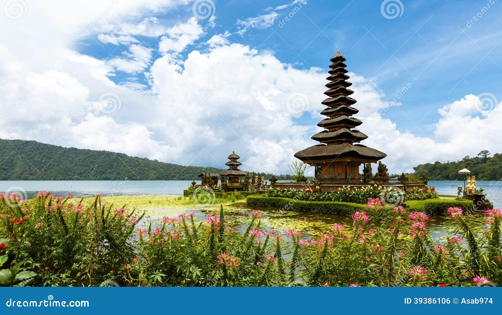 Висок Ulun Danu, Бали