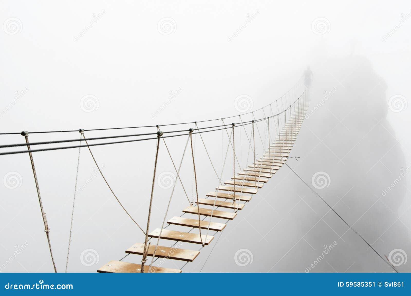 Вися мост в тумане
