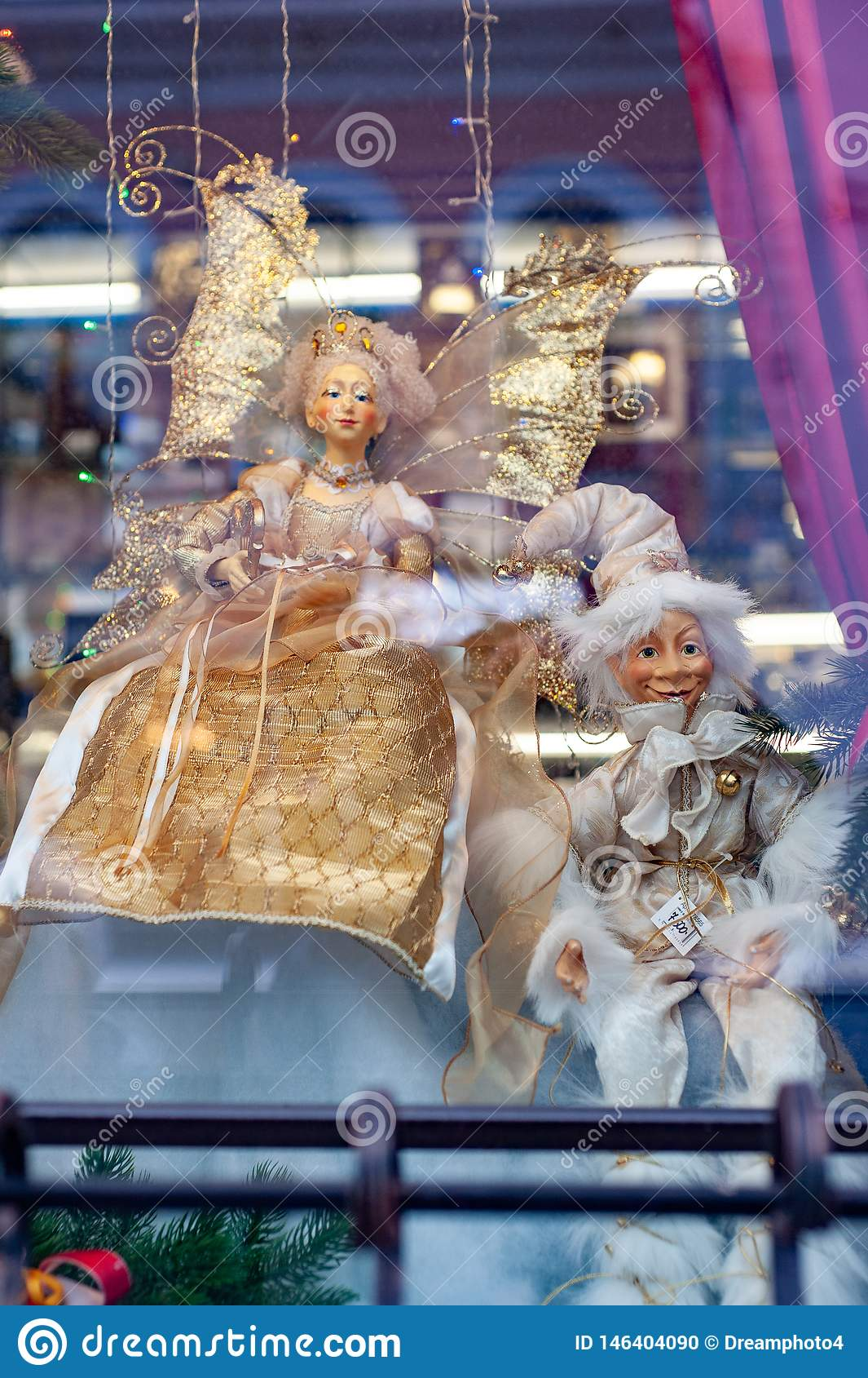 Витрина рождества с марионетками