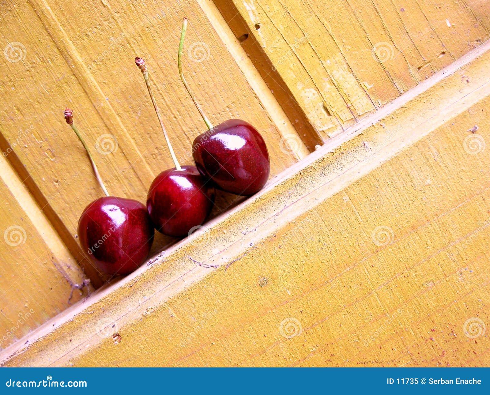 вишни более ненастные