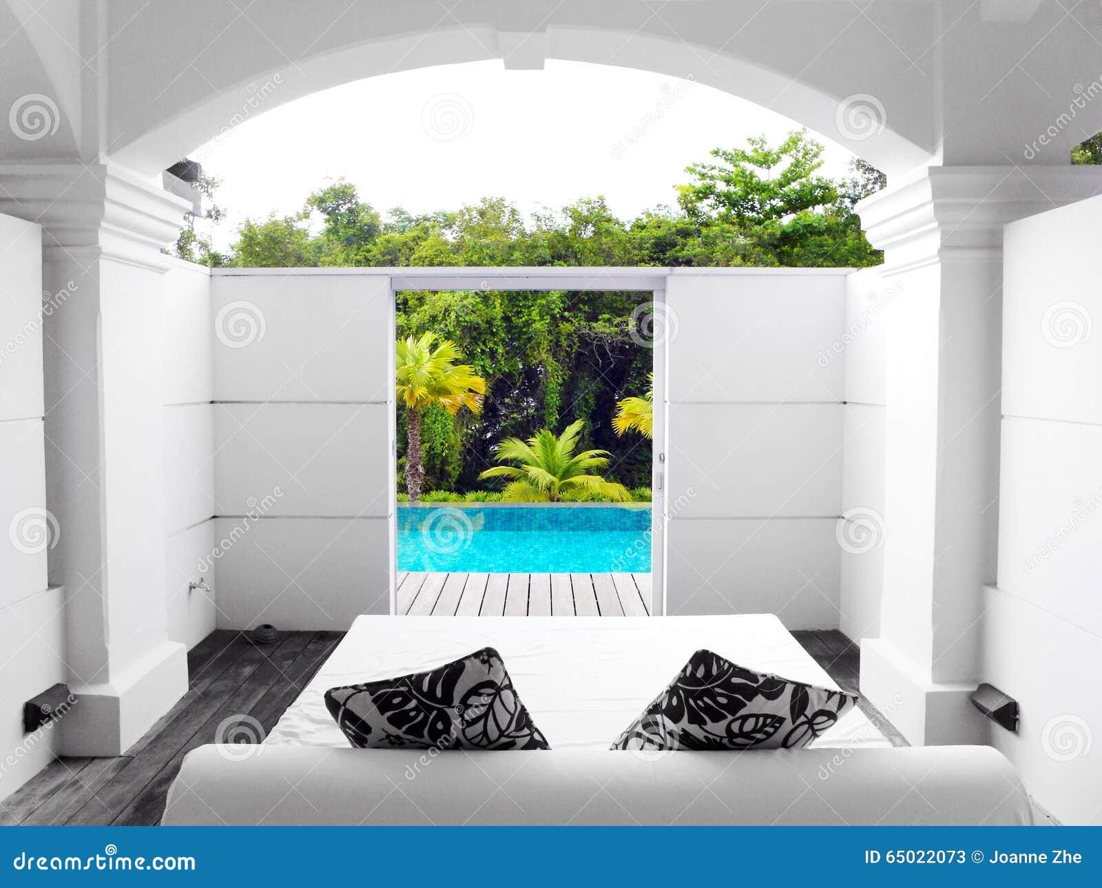 Вилла роскошная с бассейном и видом на сад