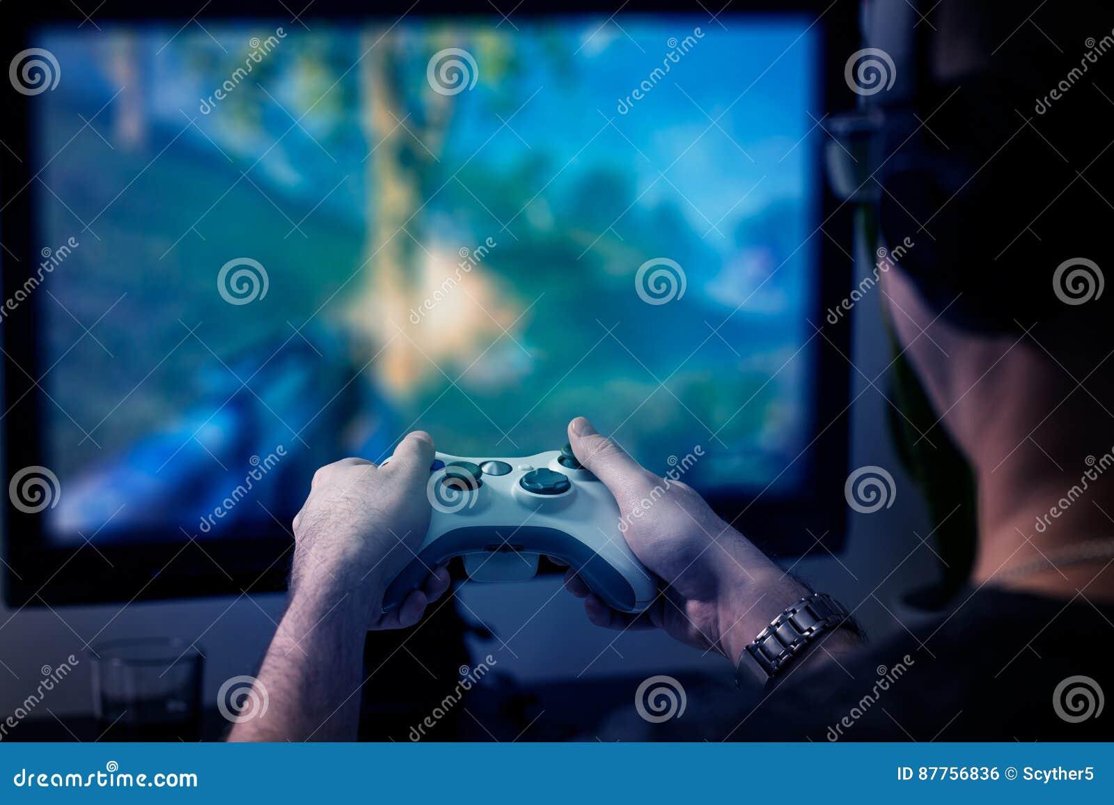 Видео игры игры игры на ТВ или мониторе Концепция Gamer