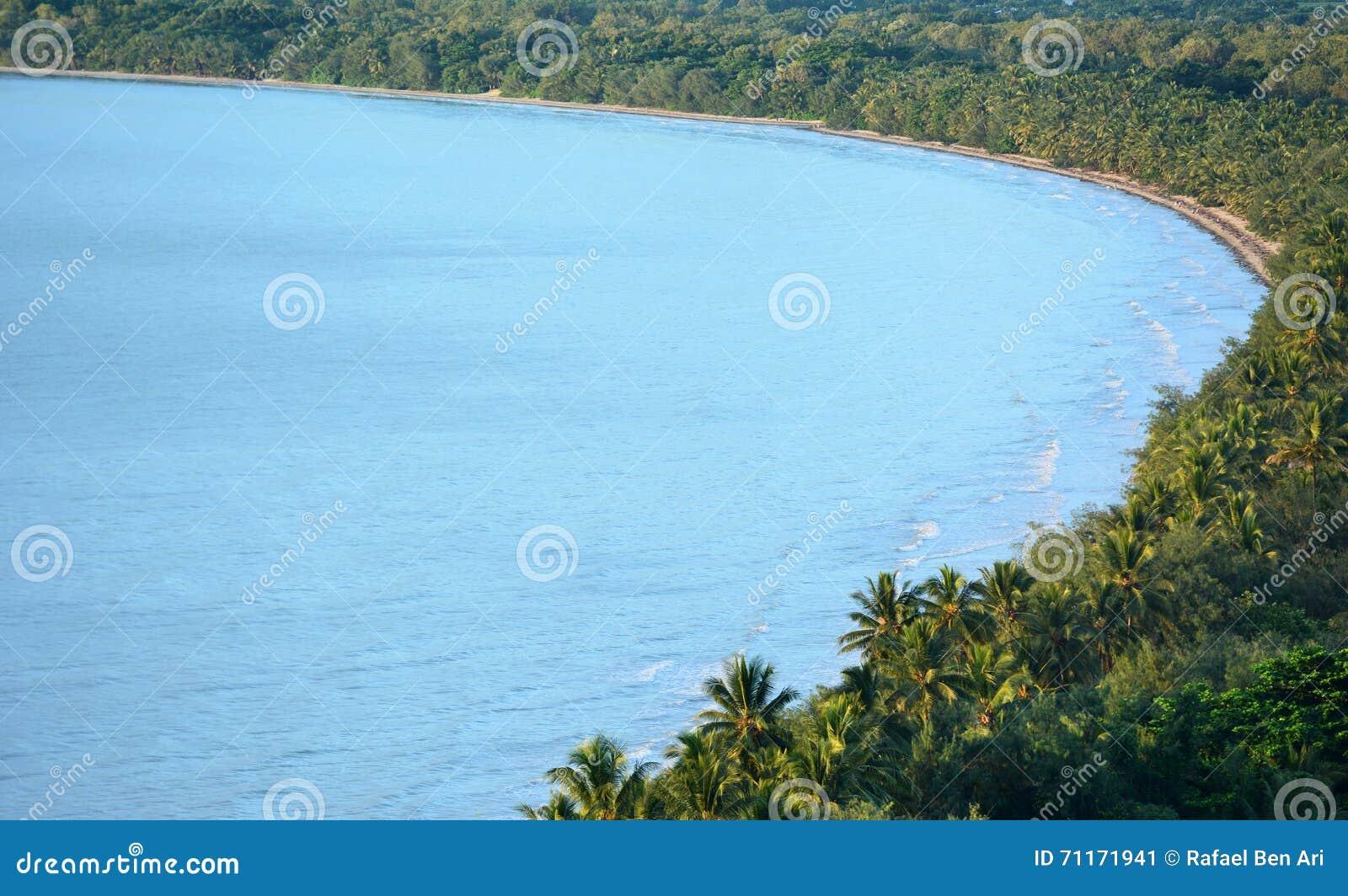 Вид с воздуха пляжа 4 миль в Port Douglas Квинсленде, Austr