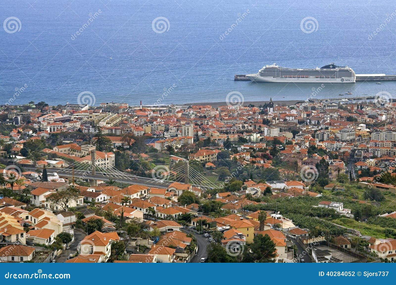 Вид с воздуха столицы Фуншала, острова Мадейры