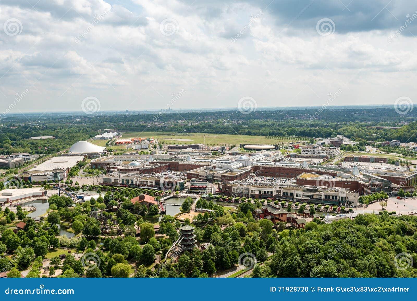 Вид с воздуха торгового центра Centro в Оберхаузене, Германии