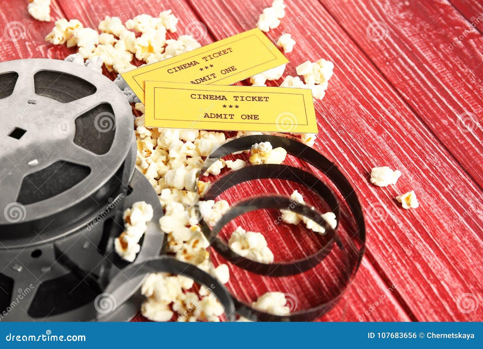 Вкусные попкорн, билеты и вьюрок кино