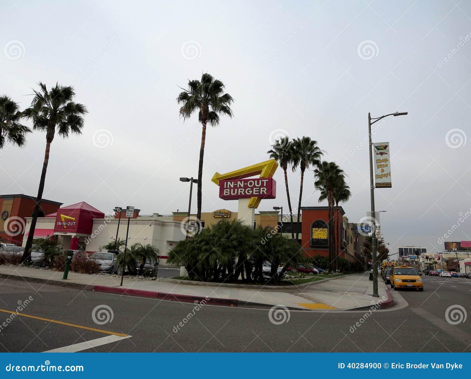 Внешний знак и в-N-вне ресторане бургера около LAX