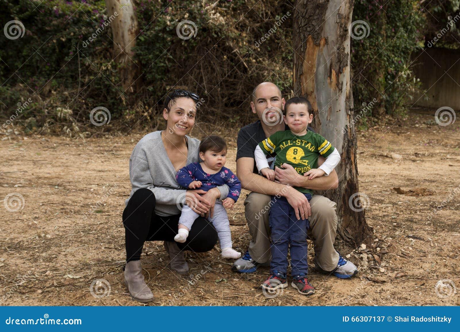 Внешняя счастливая семья