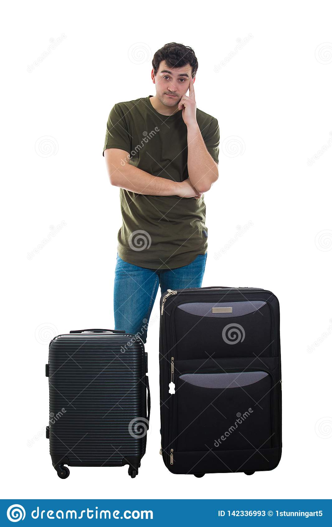 Внимательный турист около багажа