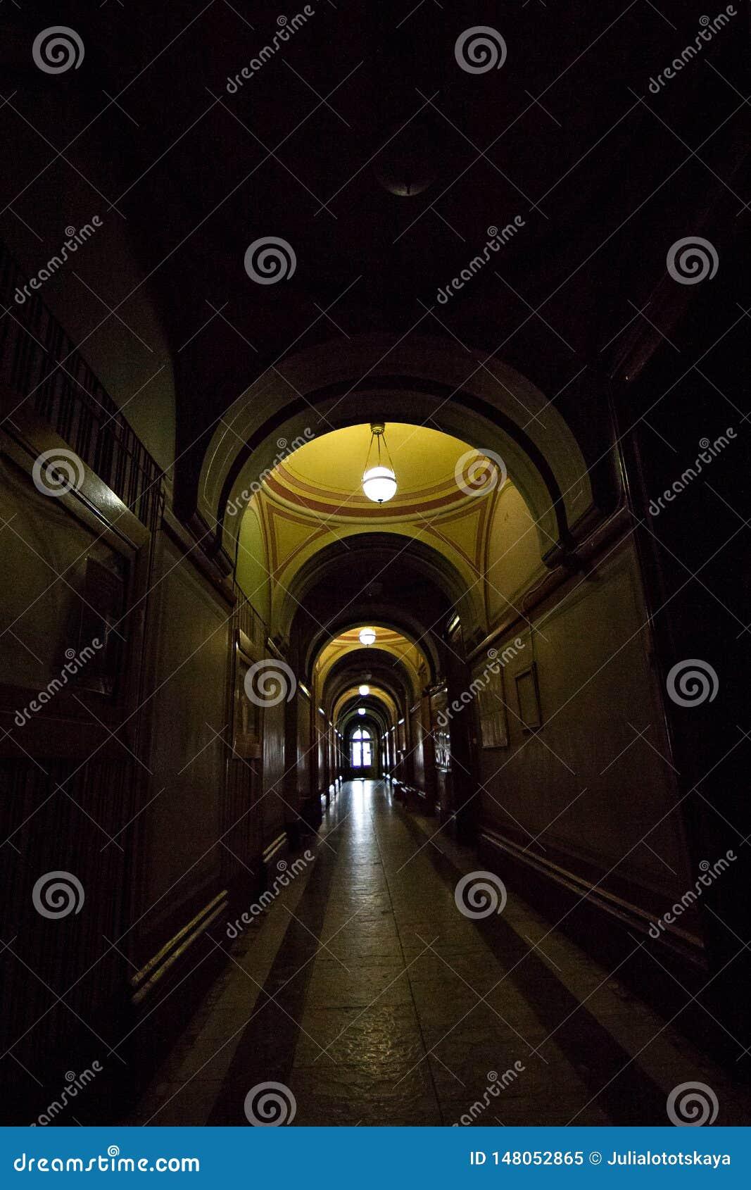 Внутренние залы в красивом историческом здании университета Chernivtsi национального
