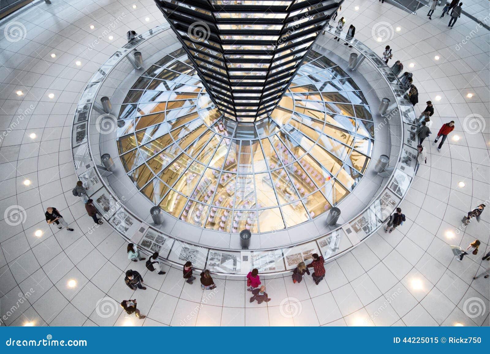 Внутренний взгляд купола Германского Бундестага - Берлина