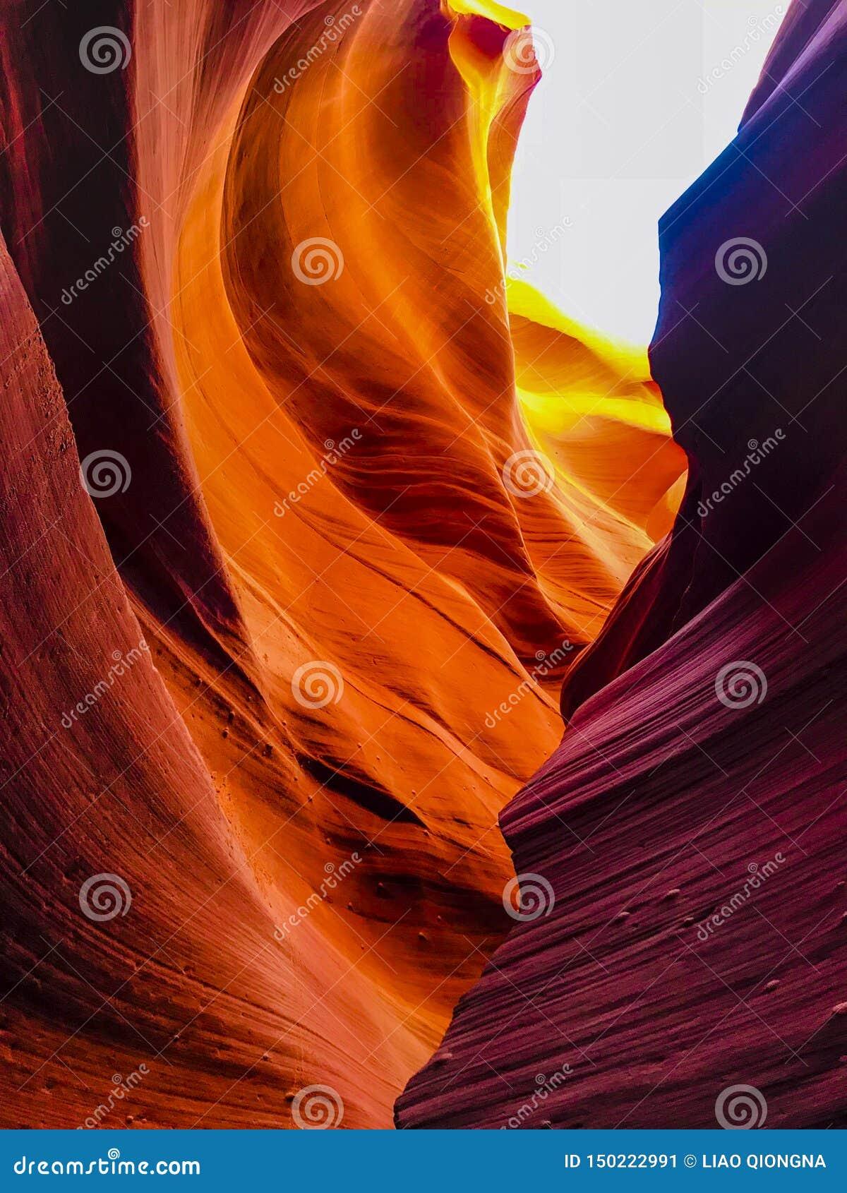 Внутренняя съемка более низкого каньона антилопы
