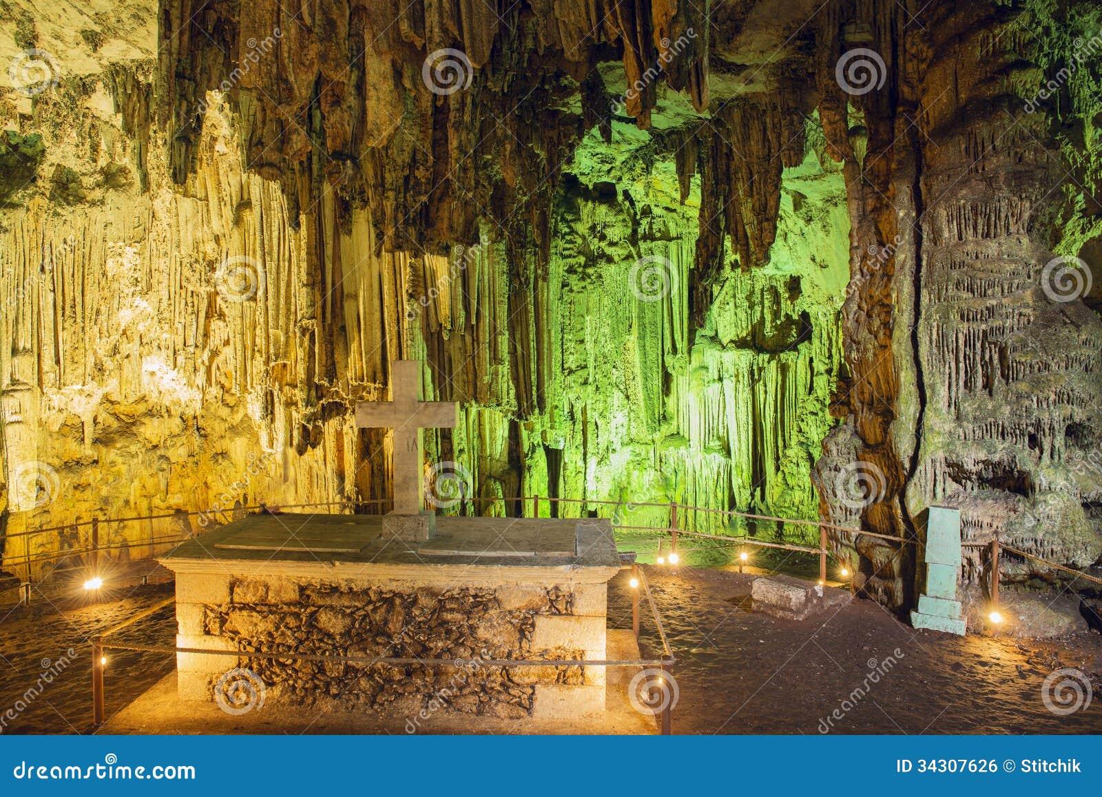 Внутри пещеры Melidoni. Крит. Греция