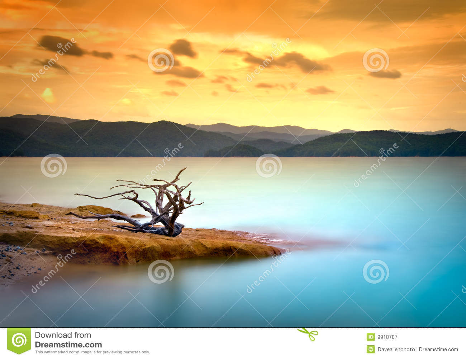 вода захода солнца неба горы озера driftwood
