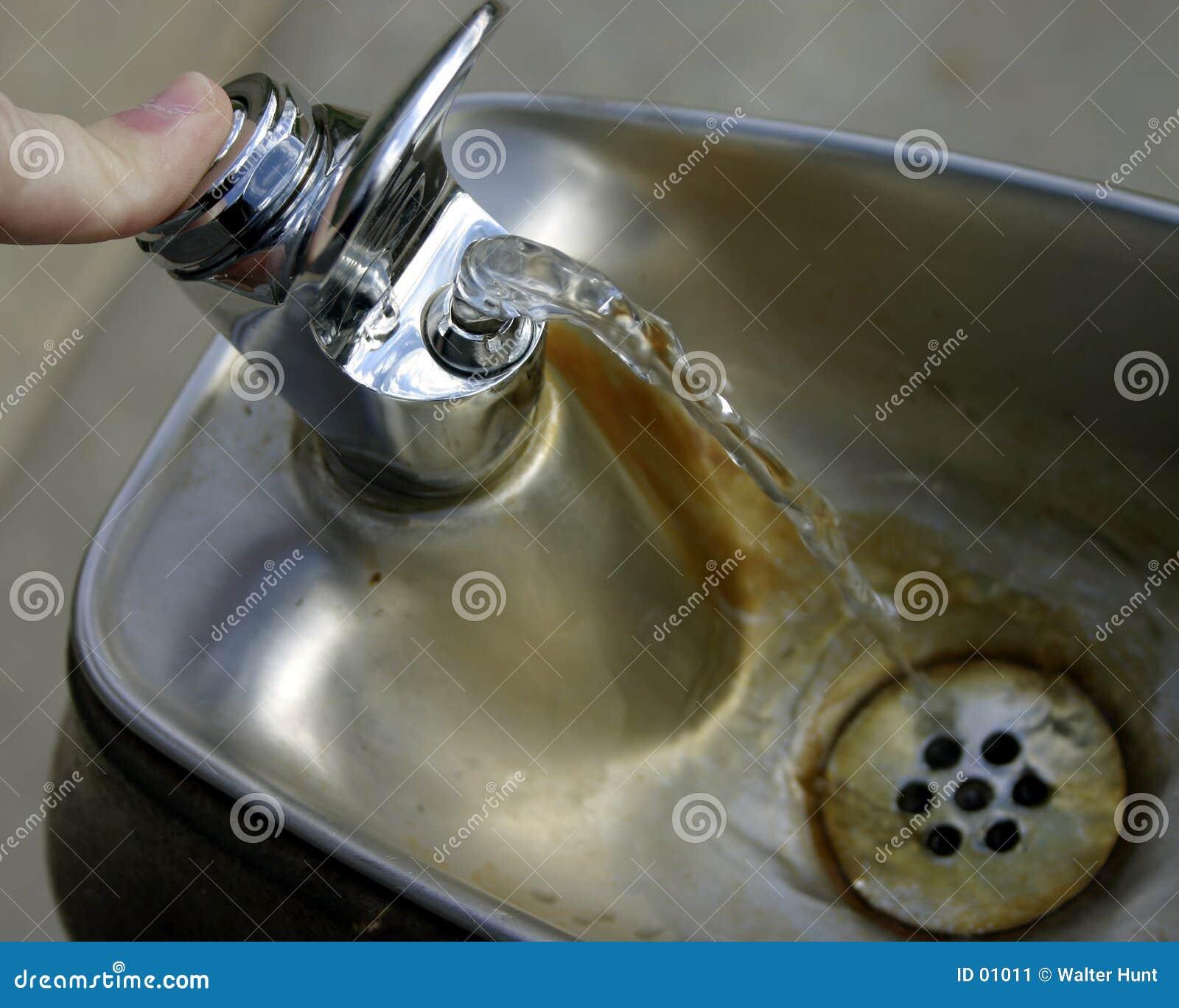 вода фонтана