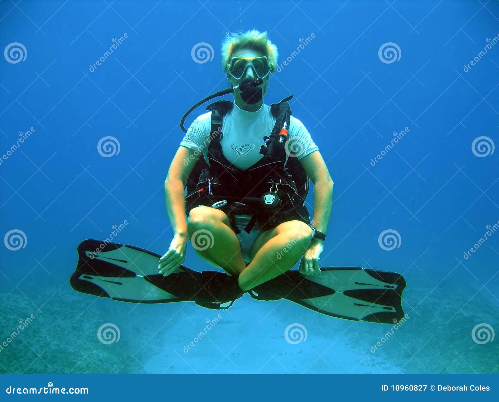 скачать звук водолаза под водой