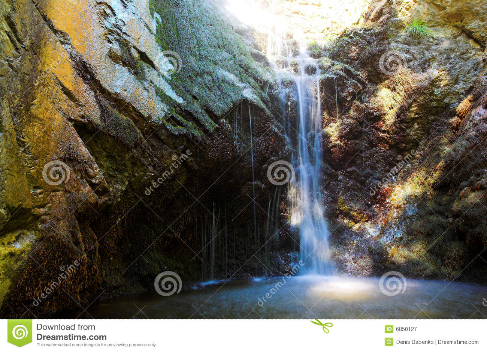 водопад troodos гор Кипра