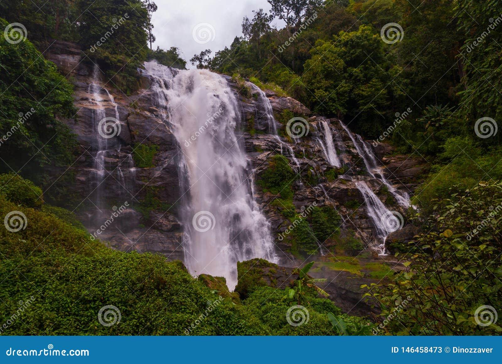 Водопад Wachirathan, Таиланд