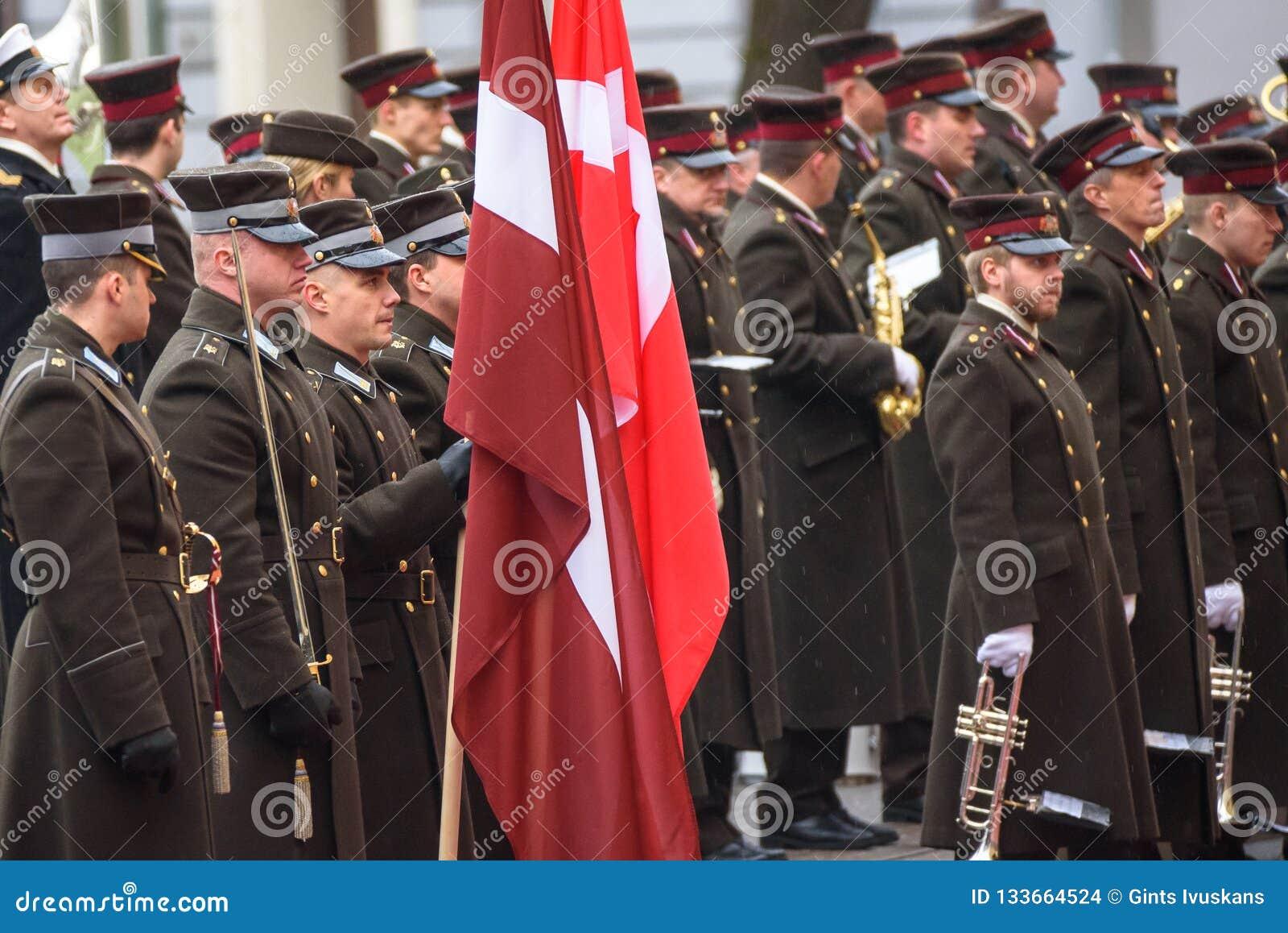 Военный оркестр перед прибытием его наследного принца королевской возвышенности Дании Frederik и ее принцессы кроны королевской в