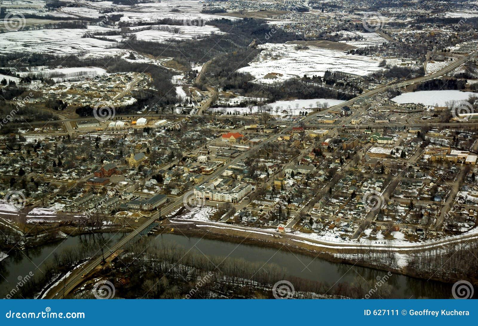 Download воздушное река общины стоковое изображение. изображение насчитывающей пригород - 627111