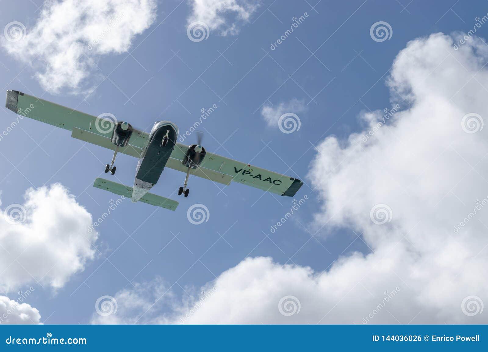 Воздушные судн VP-AAC света островитянинина AAS Britten-Норман BN-2a служб воздушных сообщений Ангильи общего назначения