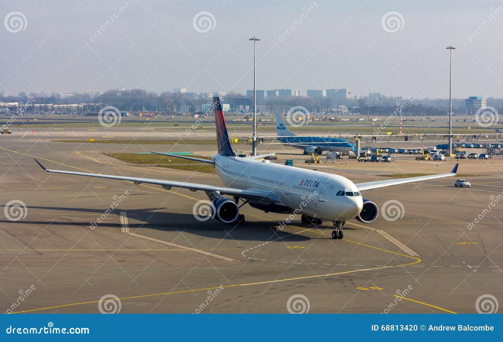 Воздушные судн пассажирского самолета Delta Airlines