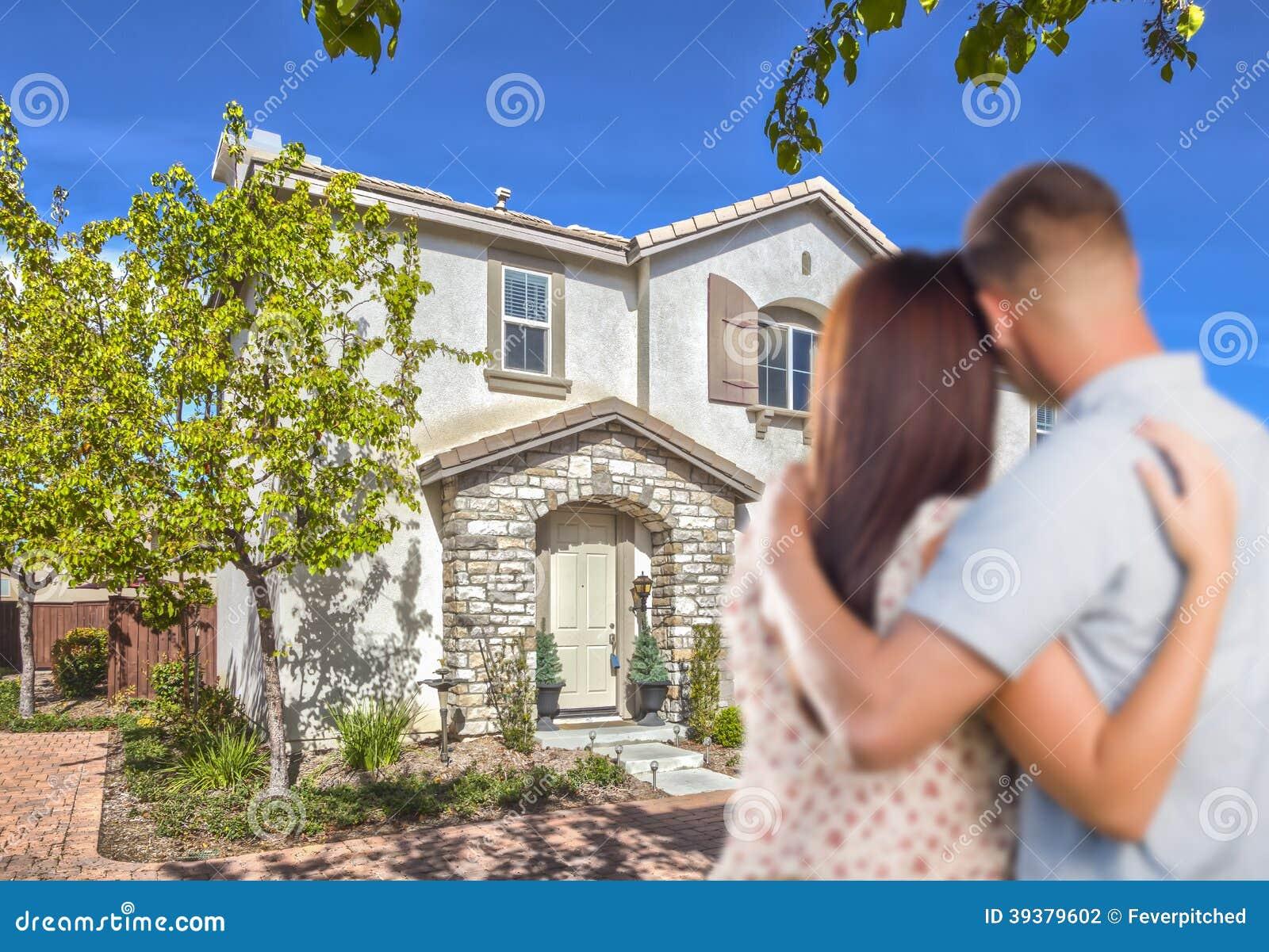 Воинские пары смотря славный новый дом