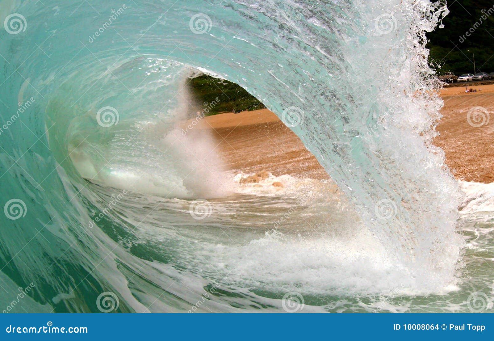 волна трубопровода пляжа большая