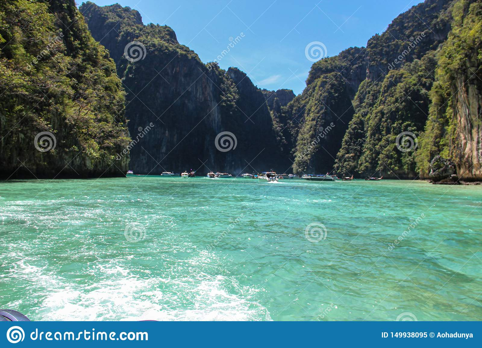 Волны быстроходного катера в Gulf of Thailand