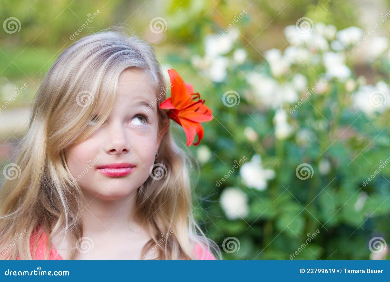 волосы девушки цветка