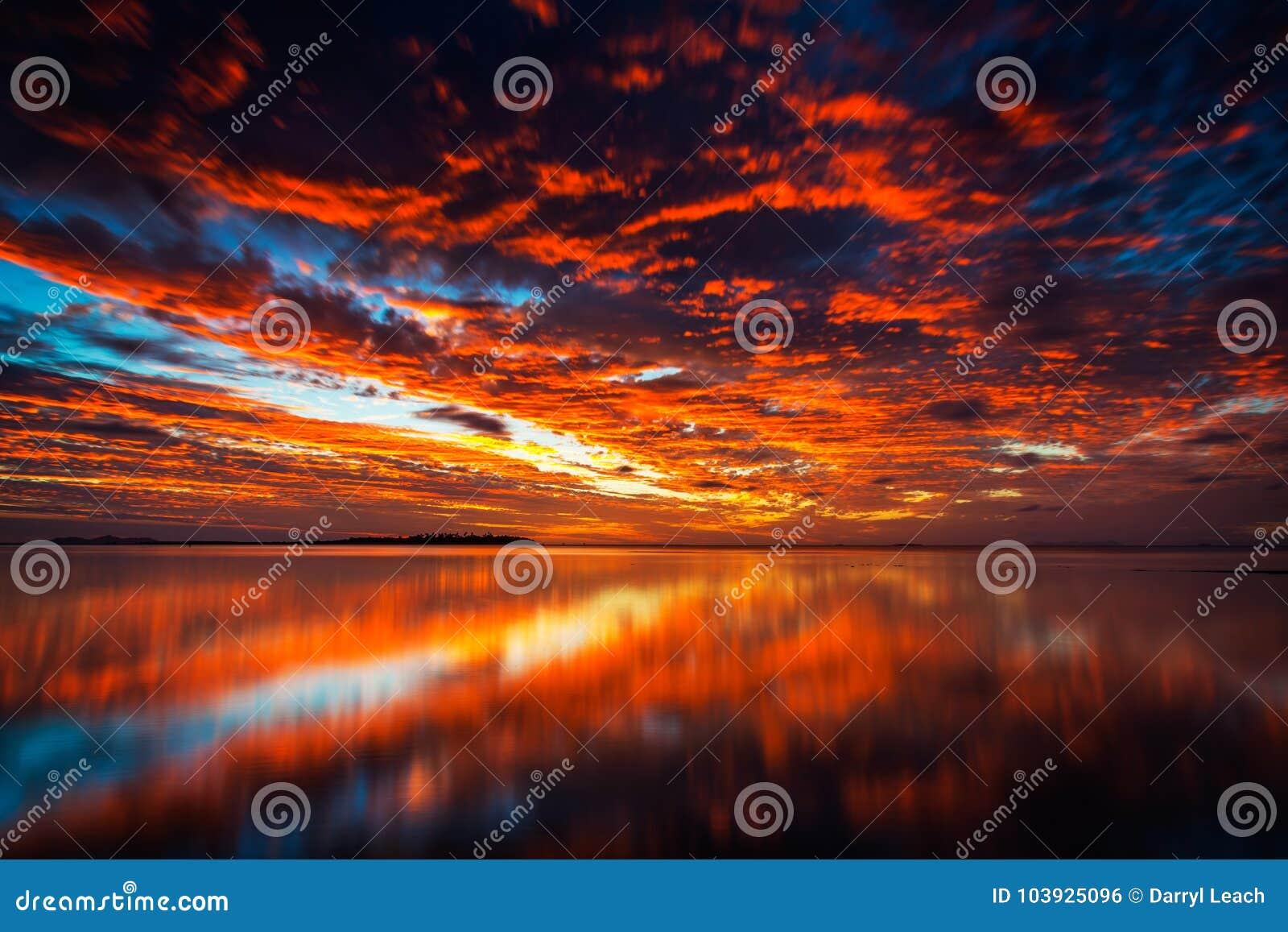 Волшебный заход солнца в Фиджи