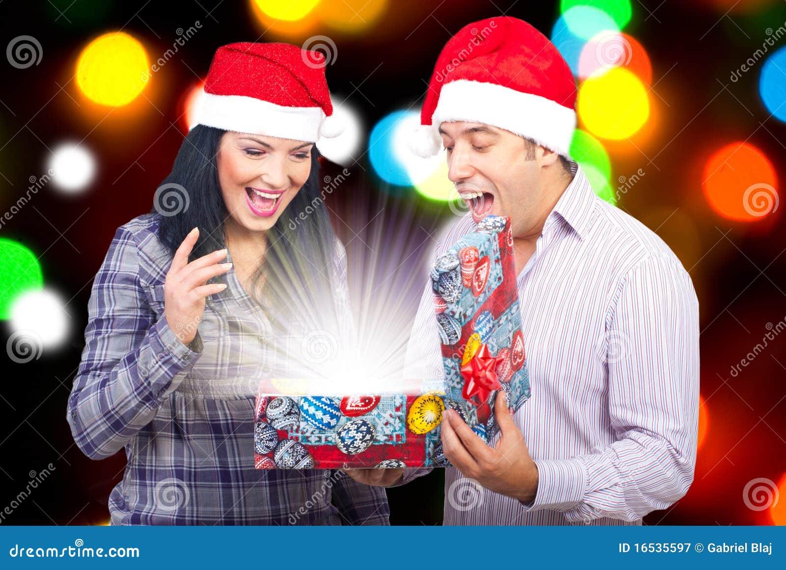 волшебство подарка пар рождества открытое