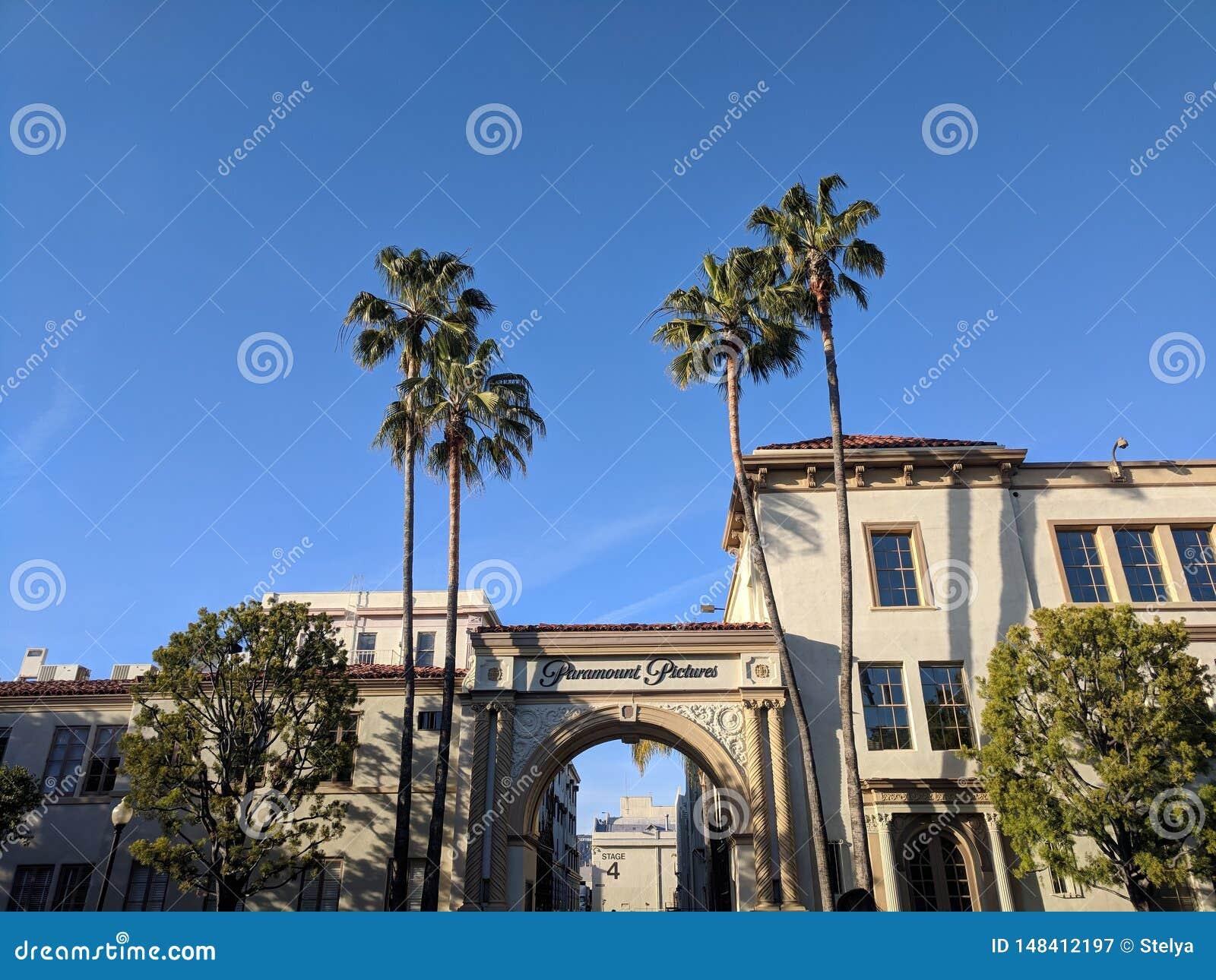 ворота студии Paramount Pictures редакционное фотография