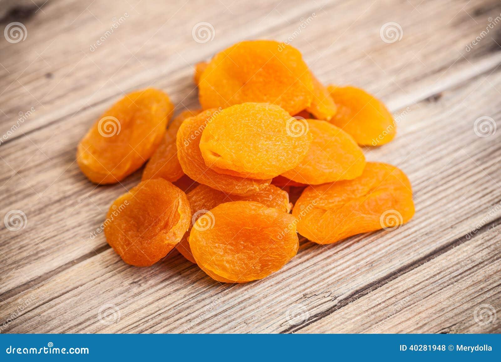 Ворох close-up высушенных абрикосов