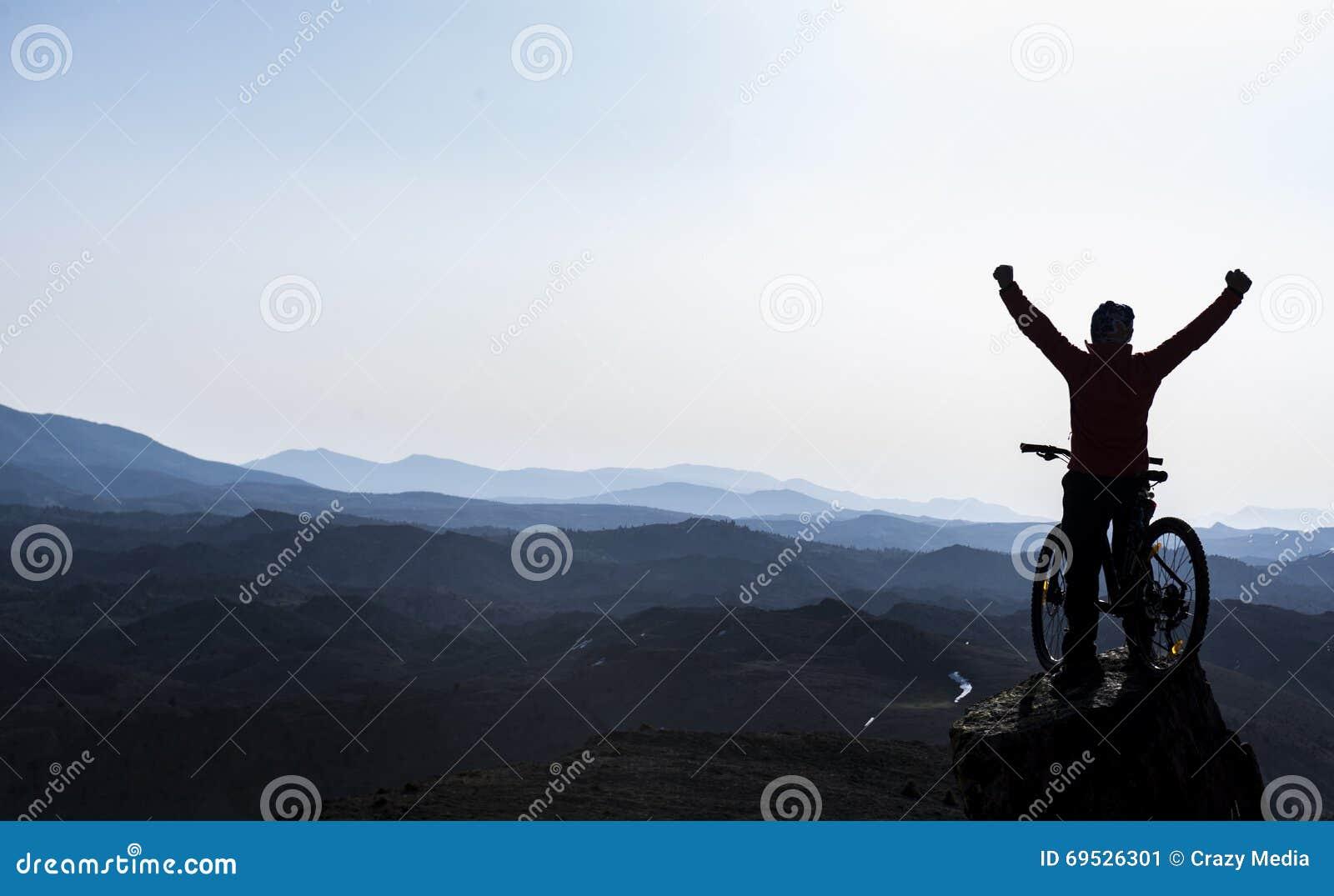 Восторг успех саммитов велосипед трудная